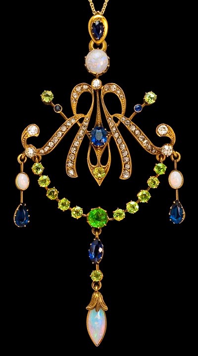 art_nouveau_jewelry_pendants