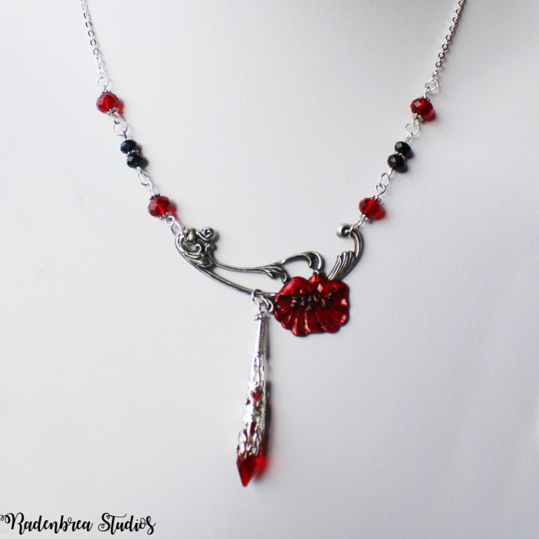 Poppy necklace in Silver Pic 1